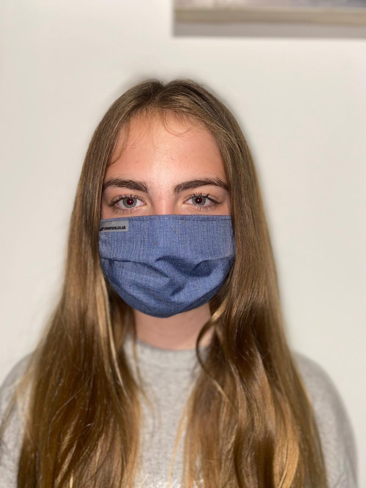 model-with-navy-elasticated-mask